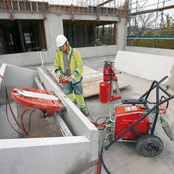 Corte de concreto na Casa Verde