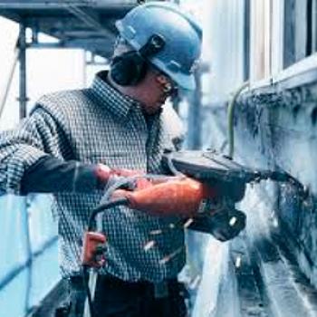 Corte em parede de concreto em Ilhabela