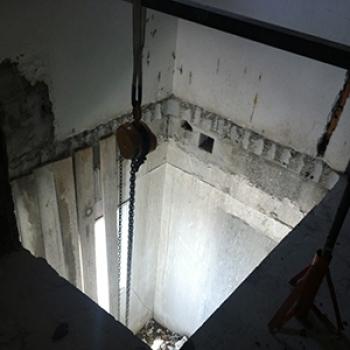 Furo para escada caracol em Cananéia