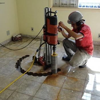 Perfuração para escada caracol em São Vicente